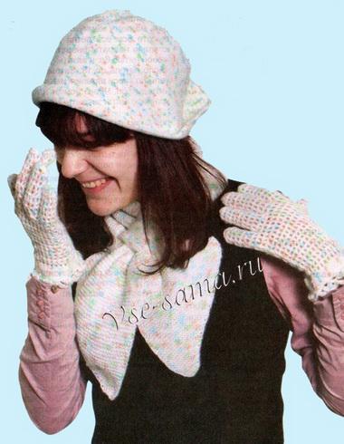 Шапочка с кисточкой, шарф и перчатки