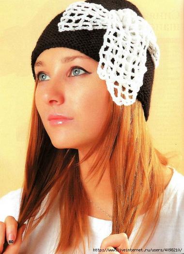 Шапочка с бантом и полосатый шарф