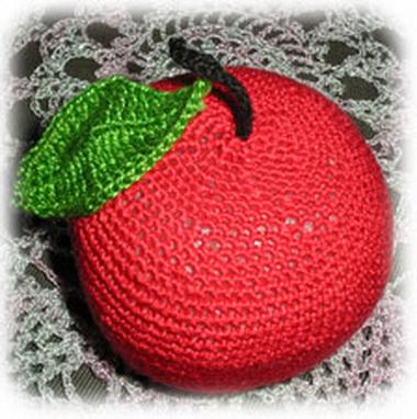 Сливы и яблоко