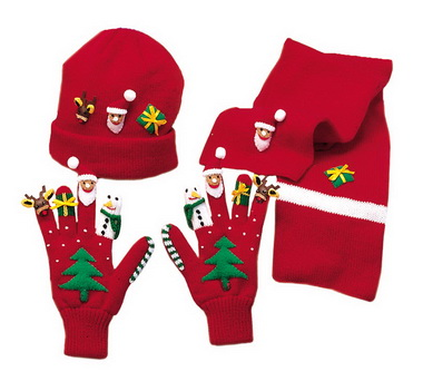 Шапочка, шарф и перчатки с отделкой «листочки»