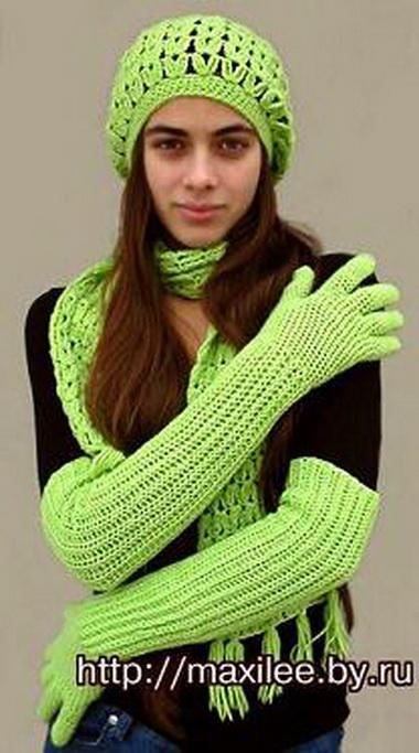 Шапочка-шарф, перчатки и гольфы