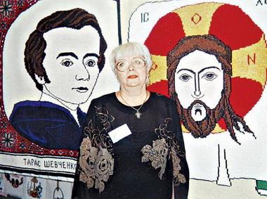 Жительница Ивано-Франковска вяжет иконы